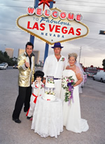 Jesse Garon aka Elvis with a happy couple at the Las Vegas destination sign